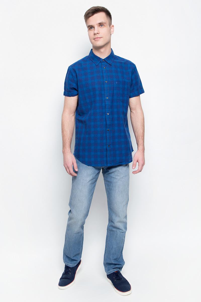 Джинсы мужские Wrangler, цвет: голубой. W15QZS93U. Размер 31-34 (46/48-34)W15QZS93UМужские джинсы Wrangler станут отличным дополнением к вашему гардеробу. Джинсы прямого кроявыполнены из эластичного хлопка с добавлением эластомультиэстера. Изделие мягкое и приятное на ощупь, не сковывает движения и позволяет коже дышать. Модель на поясе застегивается на металлическую пуговицу и ширинку на металлической застежке-молнии, а также предусмотрены шлевки для ремня. Спереди расположены два втачных кармана и один секретный кармашек, а сзади - два накладных кармана. Изделиеукрашено нашивкой с названием бренда.