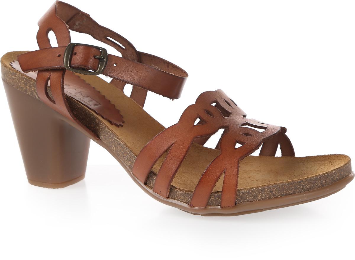 Босоножки женские Mia Mianti, цвет: коричневый. 904-117-01/83. Размер 38904-117-01/83Прелестные босоножки от Mia Mianti добавят женственные нотки в ваш модный образ. Модель выполнена из натуральной высококачественной кожи. Мыс оформлен оригинальной перфорацией. Ремешок, опоясывающий щиколотку, надежно зафиксирует модель на вашей ножке. Мягкая стелька из натуральной кожи, дополненная названием бренда, комфортна при ходьбе. Рифленая поверхность каблука и подошвы защищает изделие от скольжения. Изящные босоножки прекрасно дополнят ваш стильный летний наряд.