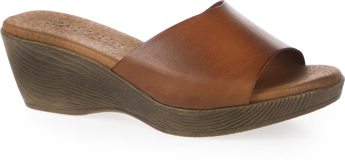 Сабо женские Mia Mianti, цвет: коричневый. 906-66-01/88. Размер 38906-66-01/88Стильные сабо от Mia Mianti - незаменимая вещь в гардеробе каждой женщины. Модель выполнена из высококачественной натуральной кожи. Мягкая стелька из натуральной кожи, дополненная логотипом бренда, обеспечивает комфорт при ходьбе. Умеренной высоты танкетка устойчива. Подошва дополнена противоскользящим рифлением. Чудесные сабо не оставят вас равнодушной!