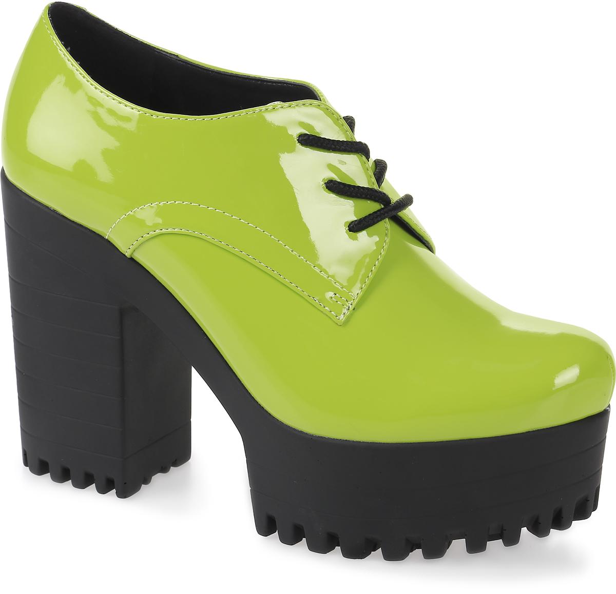 Ботильоны женские LK Collection, цвет: зеленый. QTE010C PU. Размер 40QTE010C PUМодные женские ботильоны на устойчивом каблуке и массивной подошве выполнены из искусственной кожи. Стелька выполнена из натуральной кожи. На подъеме модель фиксируется шнуровкой.