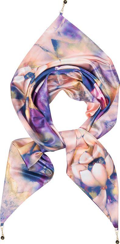 Платок женский Charmante, цвет: фиолетовый. KEPA227. Размер 110 см х 155 смKEPA227Платок треугольной формы с оригинальным принтом. Обе стороны изделия - лицевые. Углы изделия - с цепочками с крупными стразами-утяжелителями, которые выглядят утонченно и интересно, а также помогают держать треугольную форму. Аксессуар красиво смотрится как поверх верхней одежды, так и трикотажного свитера, водолазки, рубашки или офисного костюма.