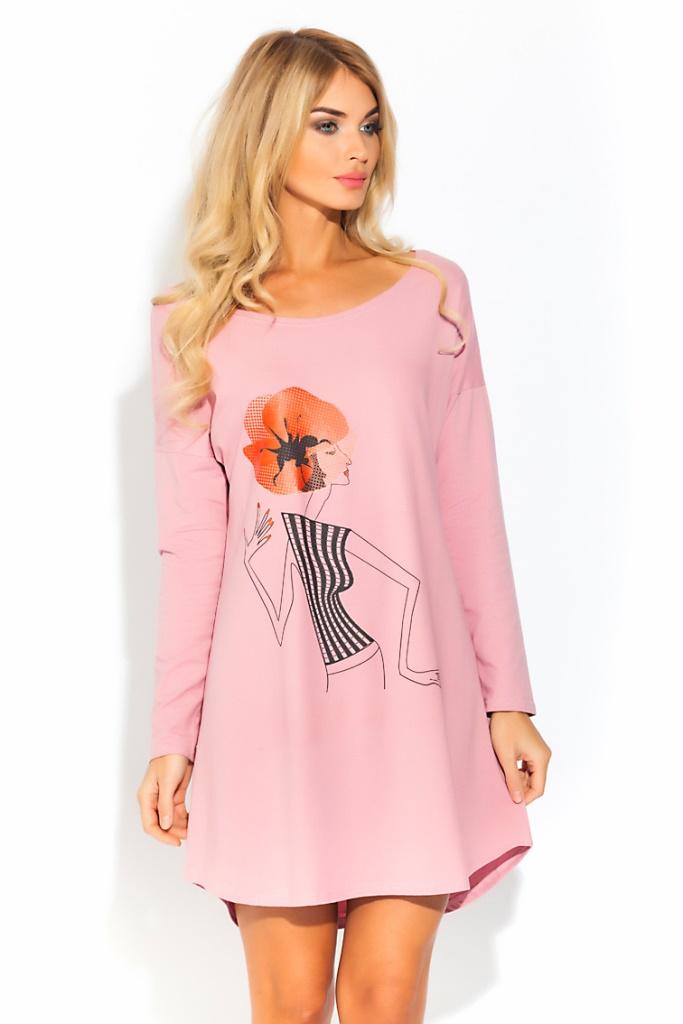 Ночная рубашка Evateks, цвет: светло-розовый. 1424. Размер 42/441424Уютная и нежная ночная рубашка Evateks выполнена из натурального хлопка. Это универсальная вещь: ее можно использовать как ночную сорочку для приятного сна, летнюю тунику для дома или пляжа, или как отличный вариант одежды в дорогу. Стильное сочетание нежно-розового цвета с оригинальным принтом. Свободный, чуть приталенный силуэт, длинный рукав, скругленные снизу полы изделия, широкий ворот, который при желании можно слегка приспустить на плечо.