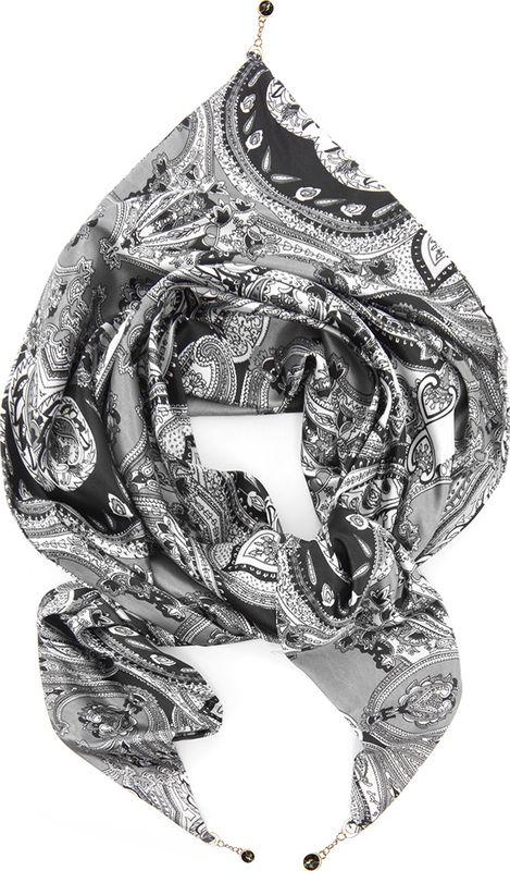 Платок женский Charmante, цвет: серый. SCPA390. Размер 158 см х 73 смSCPA390Платок треугольной формы с оригинальным принтом. Обе стороны изделия - лицевые. Углы изделия - с цепочками с крупными стразами-утяжелителями, которые выглядят утонченно и интересно, а также помогают держать треугольную форму. Аксессуар красиво смотрится как поверх верхней одежды, так и трикотажного свитера, водолазки, рубашки или офисного костюма.