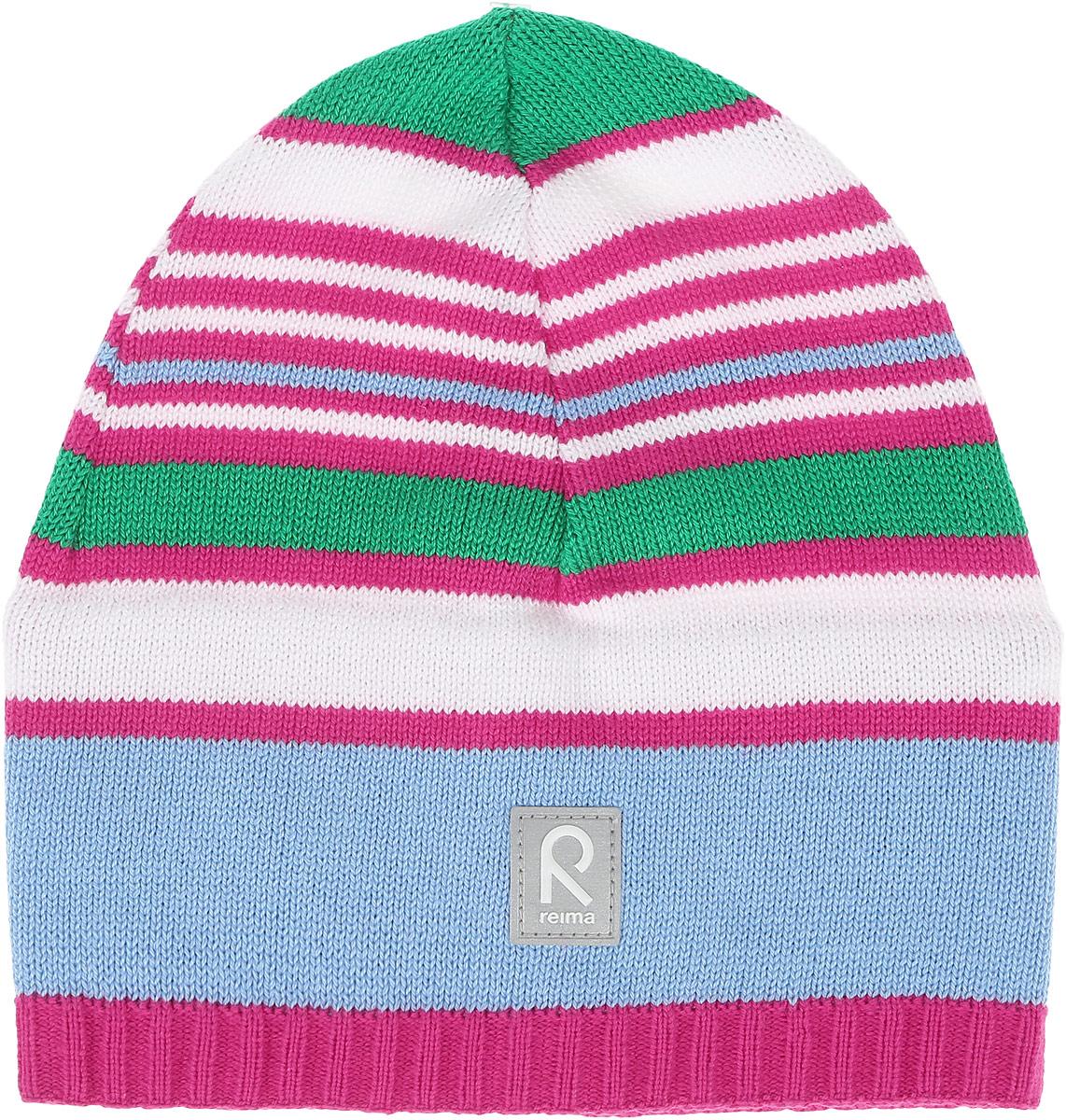Шапка детская Reima Datoline, цвет: розовый, голубой, белый. 528510462A. Размер 56528510462AУдобная трикотажная шапка из хлопка подойдет на все случаи жизни. Полуподкладка из хлопчатобумажного трикотажа гарантирует тепло, а ветронепроницаемые вставки между верхним слоем и подкладкой защищают уши. Светоотражающая эмблема спереди позволяет лучше разглядеть ребенка после захода солнца.