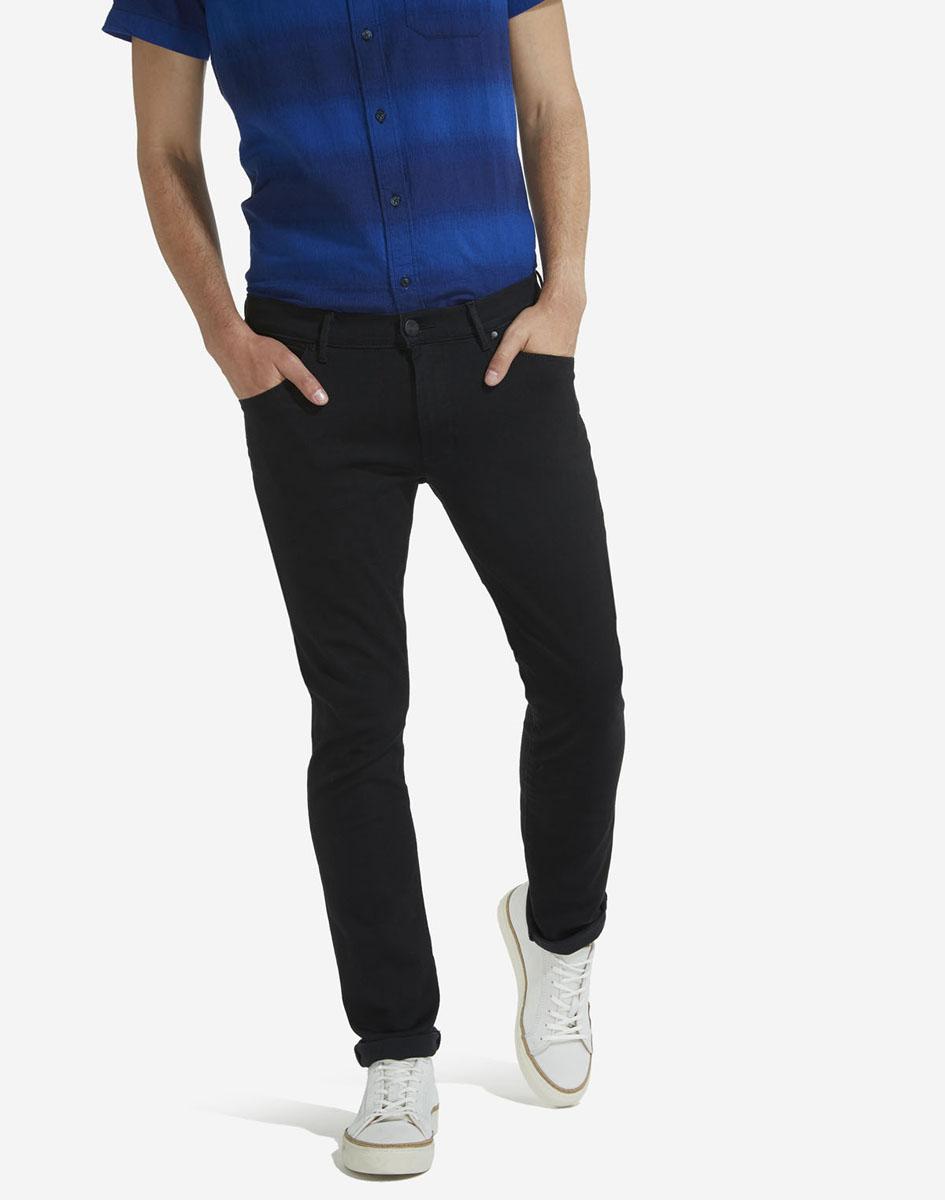 Джинсы мужские Wrangler, цвет: черный. W18SNF91V. Размер 29-32 (44/46-32)W18SNF91VМужские джинсы Wrangler станут отличным дополнением к вашему гардеробу. Джинсы модели-слимвыполнены из эластичного хлопка с добавлением полиэстера и эластана. Изделие мягкое и приятное на ощупь, не сковывает движения и позволяет коже дышать. Модель на поясе застегивается на металлическую пуговицу и ширинку на металлической застежке-молнии, а также предусмотрены шлевки для ремня. Спереди расположены два втачных кармана и один секретный кармашек, а сзади - два накладных кармана.