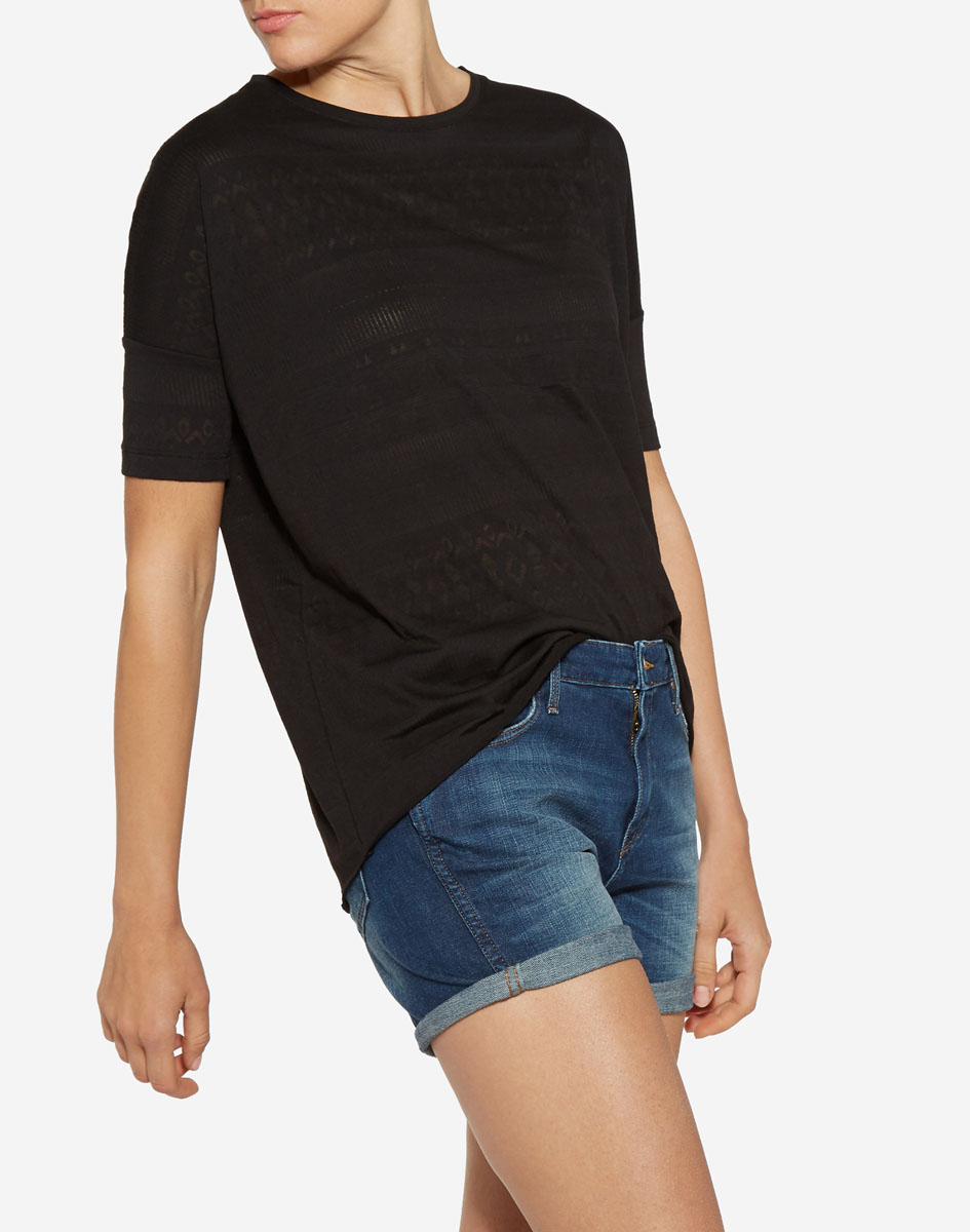 Футболка женская Wrangler, цвет: черный. W7328E301. Размер M (44)W7328E301Стильная футболка свободного кроя Wrangler изготовлена из сочетания натурального хлопка и полиэстера. Имеет круглый вырез горловины и рукав-кимоно. Оформлена футболка контрастным принтом.