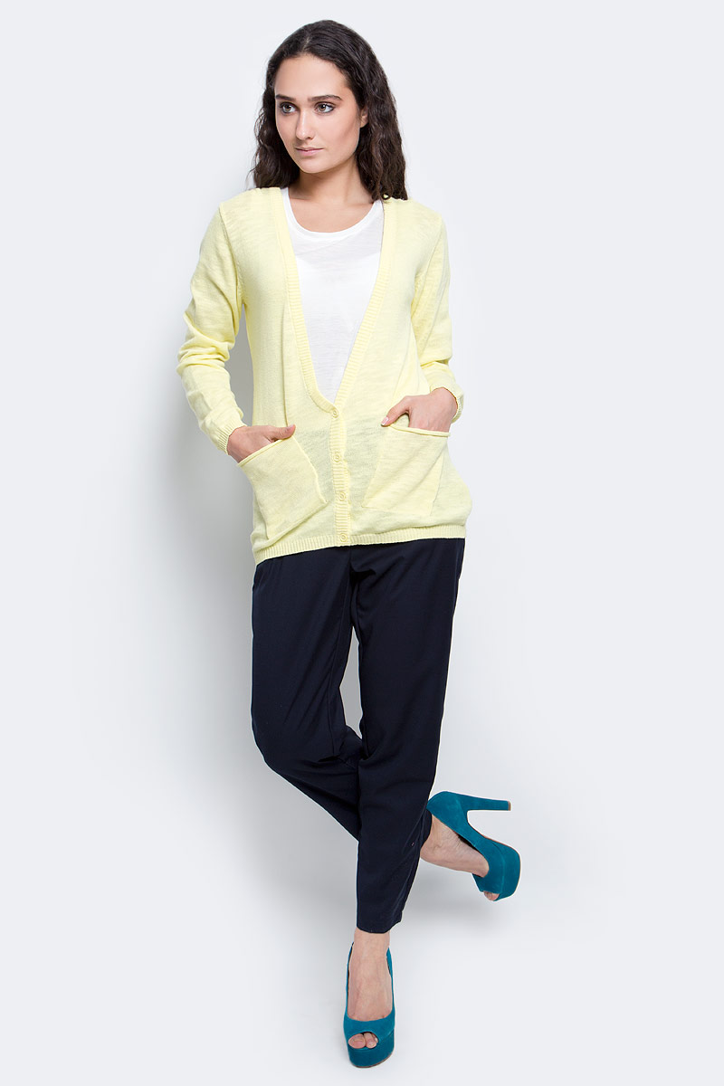 Кардиган женский Baon, цвет: бледно-желтый. B147009_Fruit Curd. Размер M (46)B147009_Fruit CurdСтильный женский кардиган Baon, выполненный из натурального хлопка, подчеркнет ваш уникальный стиль и поможет создать оригинальный женственный образ. Модель с V-образным вырезом горловины и длинными рукавами застегивается на пуговицы. Изделие дополнено двумя накладными карманами. Спинка также имеет V-образную форму горловины.Комфортный кардиган лаконичного дизайна - отличный выбор на каждый день.