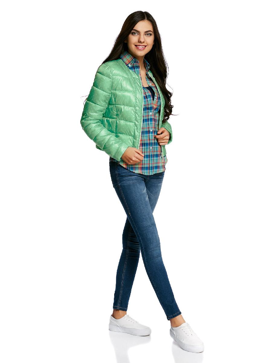 Куртка женская oodji Ultra, цвет: ментоловый, светло-зеленый,. 10203050-1B/42257/6560D. Размер 44-170 (50-170)10203050-1B/42257/6560DСтеганая куртка oodji Ultra выполнена из высококачественного материала. Модель с круглым вырезом горловины утеплена тонким слоем синтепона и застегивается на молнию. Куртка прекрасно смотрится и с платьем и с джинсами, что делает ее незаменимой для городских будней. Манжеты рукавов дополнены застежками кнопками.