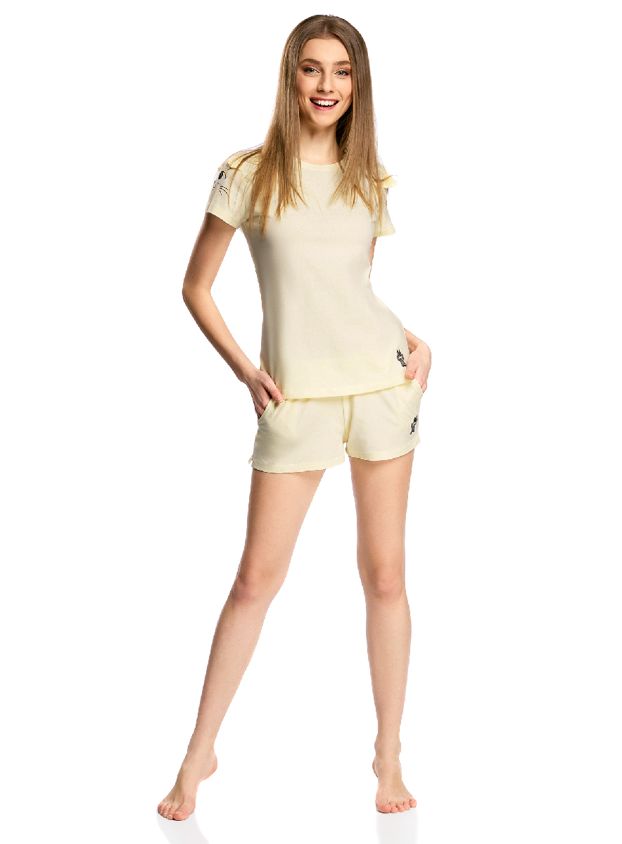 Пижама женская oodji Ultra, цвет: светло-желтый. 56002201/43771/5029P. Размер L (48)56002201/43771/5029PЖенская пижама от oodji, состоящая из футболки и шорт, выполнена из хлопкового материала. Футболка с короткими оригинальными рукавами, шорты с карманами сзади оформлены принтом.