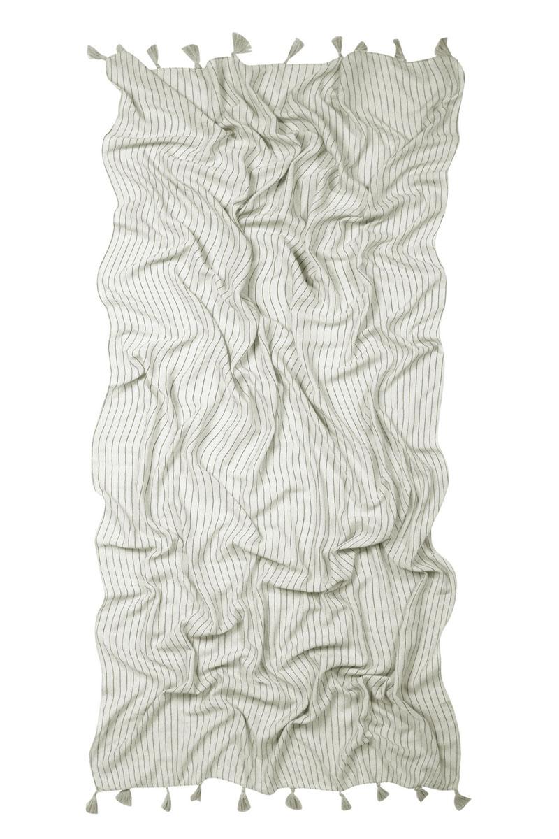 Палантин Laccom, цвет: белый. 3235A. Размер 187 см x 87 см3235AПалантин Laccom выполнен из высококачественного материала и оформлен кисточками. Изделие приятно на ощупь и подойдет к любому стилю.