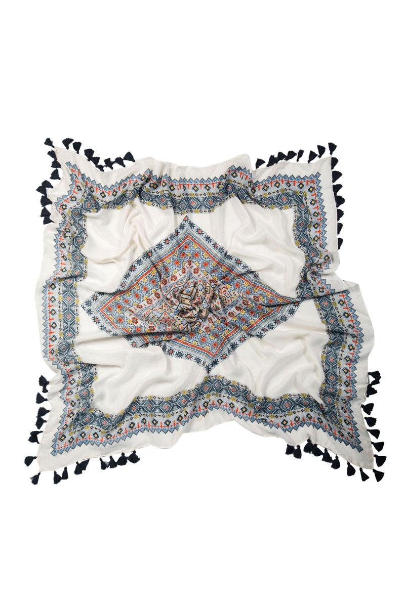 Платок женский Laccom, цвет: белый. 3233A. Размер 118 см x 118 см3233AПлаток женский Laccom выполнен из высококачественного материала и оформлен стильным принтом и кисточками. Изделие приятно на ощупь и подойдет к любому стилю.