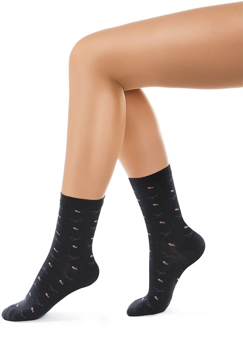 Носки женские Charmante, цвет: черный. SCHK-1604. Размер 23 (35/37)SCHK-1604Женские носки Charmante с удлиненным паголенком изготовлены из высококачественного материалаобеспечивающего великолепную посадку. Удобная широкая резинка идеально облегает ногу и не пережимает сосуды, усиленные пятка и мысок повышают износоустойчивость носка.