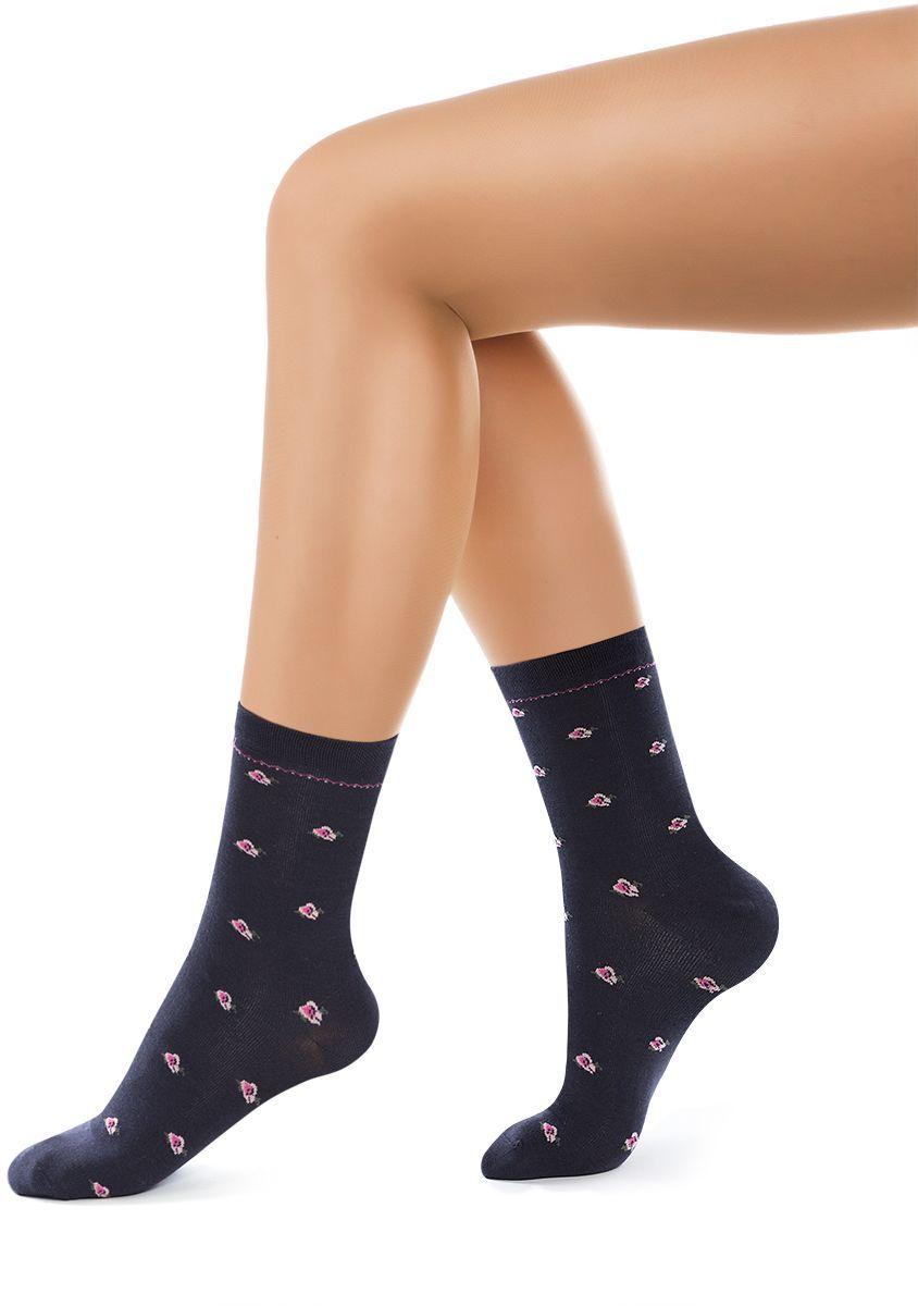 Носки женские Charmante, цвет: темно-синий. SCHK-1605. Размер 25 (38/40)SCHK-1605Женские носки Charmante с удлиненным паголенком изготовлены из высококачественного материалаобеспечивающего великолепную посадку. Удобная широкая резинка идеально облегает ногу и не пережимает сосуды, усиленные пятка и мысок повышают износоустойчивость носка.