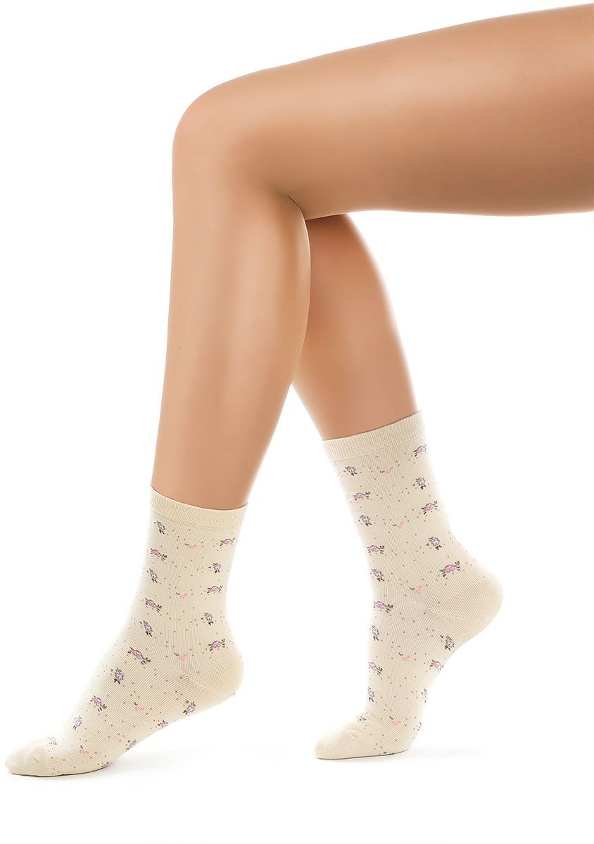 Носки женские Charmante, цвет: бежевый. SCHK-1609. Размер 25 (38/40)SCHK-1609Женские носки Charmante с удлиненным паголенком изготовлены из высококачественного материалаобеспечивающего великолепную посадку. Удобная широкая резинка идеально облегает ногу и не пережимает сосуды, усиленные пятка и мысок повышают износоустойчивость носка.