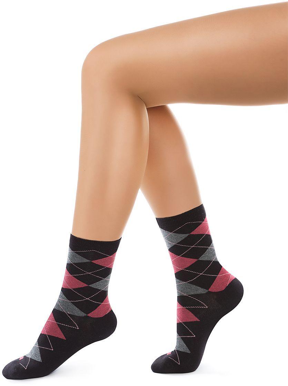Носки женские Charmante, цвет: черный. SCHK-1618. Размер 25 (38/40)SCHK-1618Женские носки Charmante с удлиненным паголенком изготовлены из высококачественного материалаобеспечивающего великолепную посадку. Удобная широкая резинка идеально облегает ногу и не пережимает сосуды, усиленные пятка и мысок повышают износоустойчивость носка.