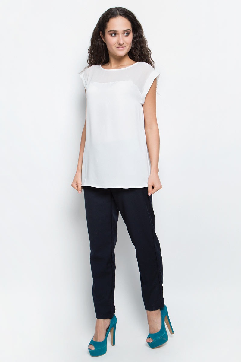 Блузка женская Baon, цвет: белый. B197036_Milk. Размер L (48)B197036_MilkСтильная блузка Baon займет достойное место в вашем гардеробе. Модель выполнена из легкого полиэстера. Блузка свободного кроя с круглым вырезом горловины и короткими цельнокроеными рукавами по верху декорирована кокеткой из полупрозрачного материала. Лаконичная блузка поможет создать оригинальный женственный образ!