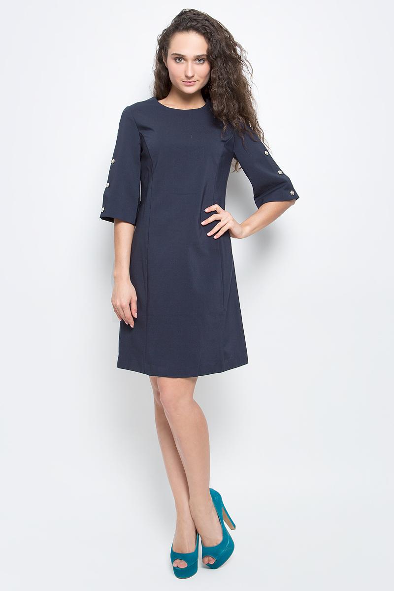 """Платье Baon, цвет: темно-синий. B457032_Dark Navy. Размер L (48)B457032_Dark NavyСтильное платье Baon выполнено из плотного материала с эффектом """"стрейч"""". Модель приталенного силуэта с круглым вырезом горловины и широкими рукавами длиной 3/4 прекрасно сидит и подчеркивает достоинства фигуры. Платье застегивается на потайную застежку-молнию на спинке. Рукава декорированы золотистыми пуговицами. В таком платье вы будете выглядеть элегантно и женственно."""
