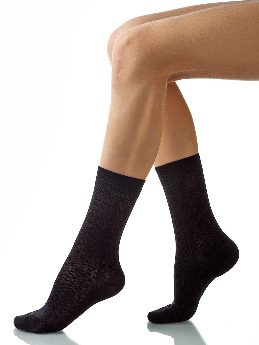 Носки мужские Charmante, цвет: черный. SCHM-1011. Размер 27-29 (42/44)SCHM-1011Мужские носки Charmante с удлиненным паголенком изготовлены из высококачественного материалаобеспечивающего великолепную посадку. Удобная широкая резинка идеально облегает ногу и не пережимает сосуды, усиленные пятка и мысок повышают износоустойчивость носка.