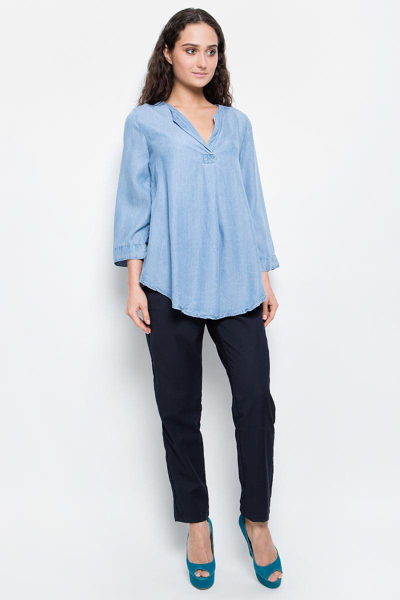 Блузка женская Baon, цвет: голубой. B177018_Light Blue Denim. Размер XXL (52)B177018_Light Blue DenimСтильная блузка Baon выполнена из легкого материала - денима-шамбри. Модель свободного кроя с V-образным вырезом горловины, полукруглым низом и укороченными рукавами хорошо сидит на любой фигуре. Лаконичная блузка поможет создать женственный образ.