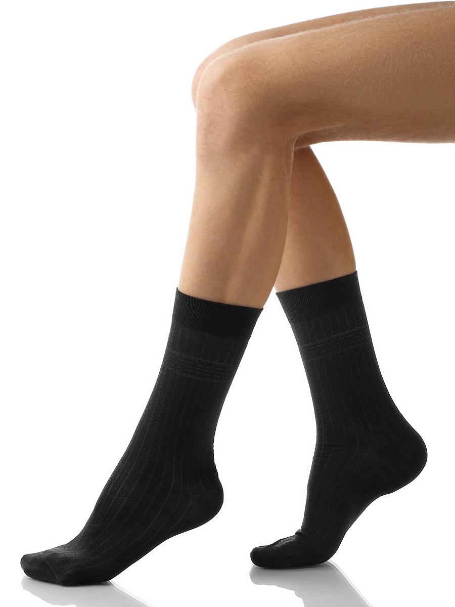 Носки мужские Charmante, цвет: черный. SCHM-1002. Размер 25-27 (39/41)SCHM-1002Мужские носки Charmante с удлиненным паголенком изготовлены из высококачественного материалаобеспечивающего великолепную посадку. Удобная широкая резинка идеально облегает ногу и не пережимает сосуды, усиленные пятка и мысок повышают износоустойчивость носка.