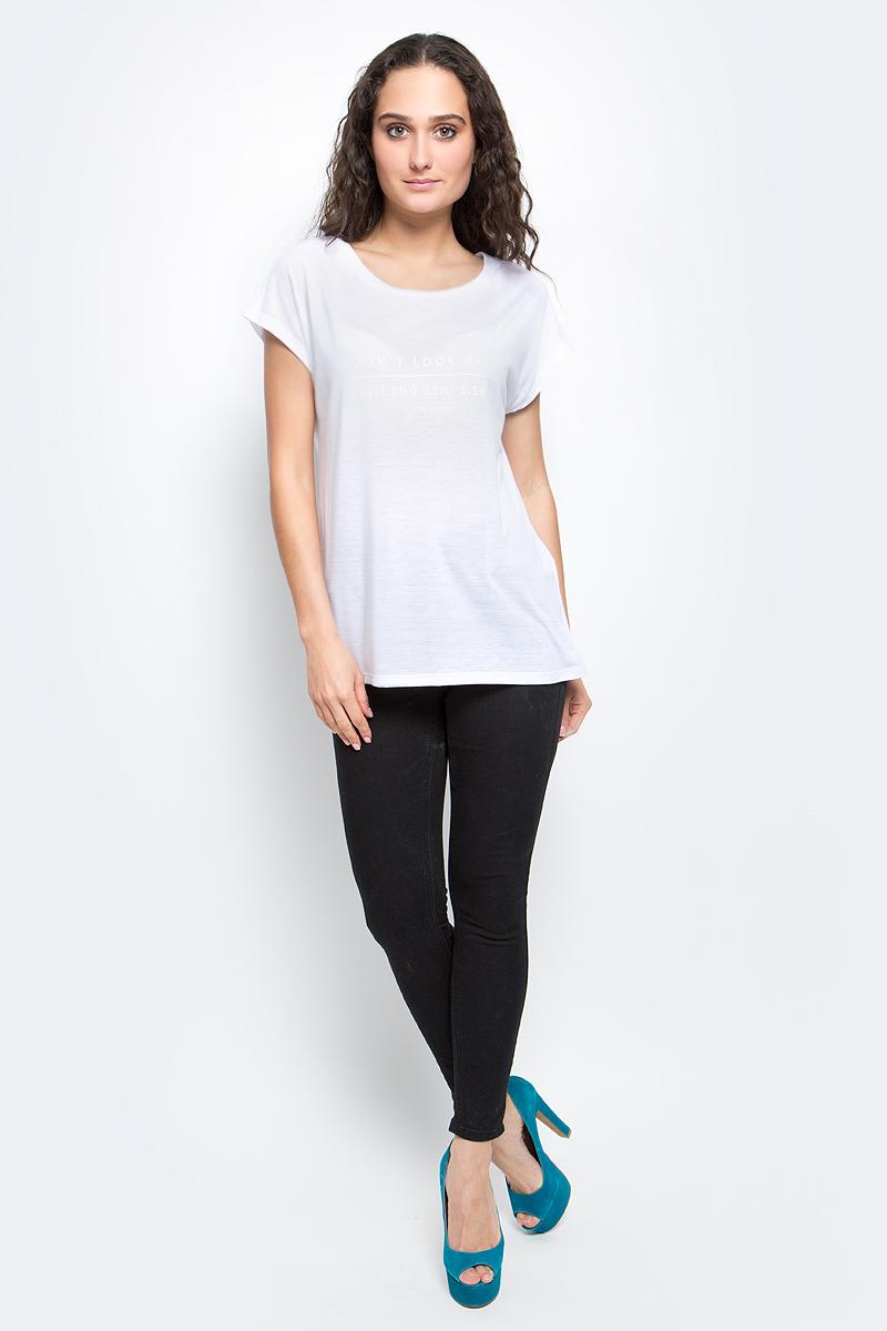 Футболка женская Baon, цвет: белый. B237020_White. Размер L (48)B237020_WhiteСтильная женская футболка Baon изготовлена из тонкого трикотажного материала. Ткань очень мягкая и приятная на ощупь. Модель свободного кроя с круглым вырезом горловины и короткими цельнокроеными рукавами спереди оформлена текстовым принтом. Такая футболка займет достойное место в вашем гардеробе.