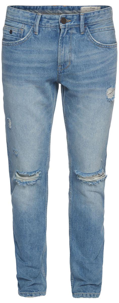 Джинсы мужские Tom Tailor, цвет: голубой. 6205613.62.12_1073. Размер 34-34 (50-34)6205613.62.12_1073Стильные мужские джинсы Tom Tailor - джинсы высочайшего качества, которые прекрасно сидят. Модель-слим средней посадки изготовлена из высококачественного натурального хлопка, не сковывает движения и дарит комфорт.Джинсы на талии застегиваются на металлическую пуговицу и ширинку на молнии, а также имеют в поясе шлевки для ремня. Спереди модель дополнена двумя втачными карманами и одним накладным маленьким кармашком, а сзади - двумя большими накладными карманами. Изделие оформленоперманентными складками и потертостями. Эти модные и в тоже время удобные джинсы помогут вам создать оригинальный современный образ.