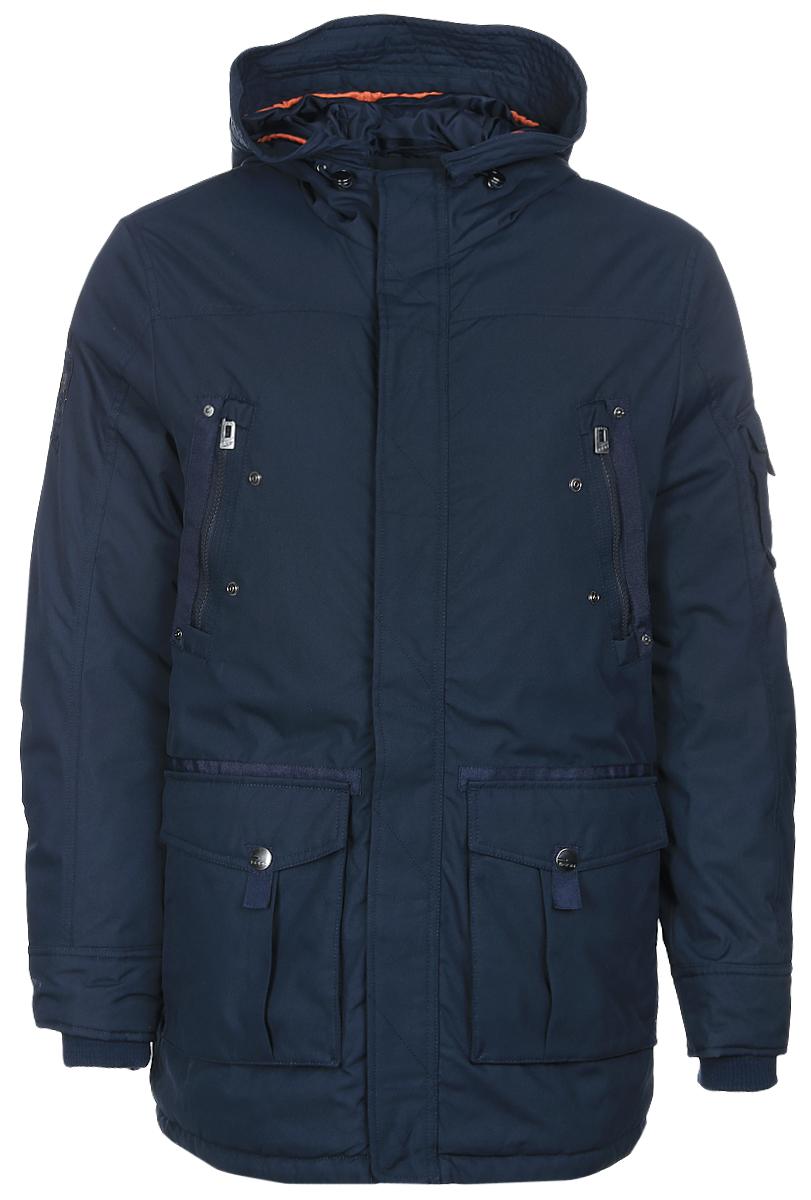 Куртка мужская Baon, цвет: темно-синий. B537014_Deep Navy. Размер XXL (54)B537014_Deep NavyСтильная утепленная мужская парка Baon выполнена из плотного полиэстера. Модель прямого кроя имеет капюшон с отворотом, застегивается на застежку-молнию и дополнительно на ветрозащитный клапан с кнопками. Рукава дополнены внутренними трикотажными манжетами. Куртка оснащена двумя накладными карманами на кнопках и двумя вшитыми нагрудыми карманами на молниях, также небольшой накладной карман расположен на рукаве. На талии предусмотрена внутренняя кулиска с утяжкой. На спинке модели расположена шлица на кнопке.Теплая модная куртка станет прекрасным дополнением вашего гардероба.