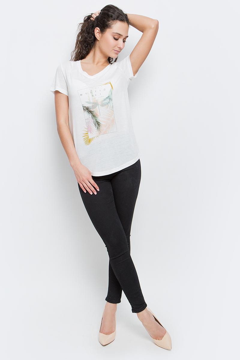 Футболка женская Baon, цвет: белый. B237038_Milk. Размер S (44)B237038_MilkСтильная женская футболка Baon изготовлена из вискозы с добавлением полиэстера. Материал очень мягкий и приятный на ощупь. Модель свободного кроя с V-образным вырезом горловины и короткими рукавами спереди оформлена оригинальным принтом. Нижний край изделия имеет полукруглую форму. Такая футболка займет достойное место в вашем гардеробе.