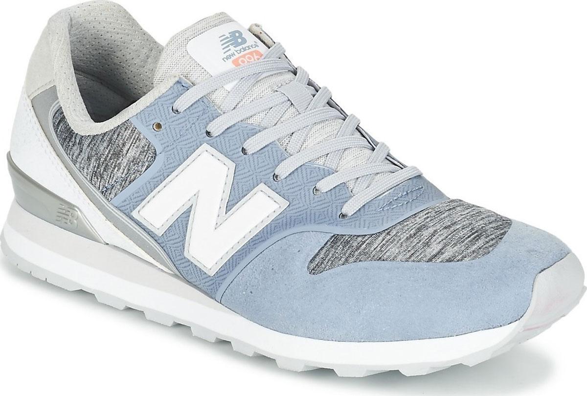 Кроссовки женские New Balance 996, цвет: голубой, серый, белый. WR996NOA/B. Размер 9,5 (41)WR996NOA/BСтильные женские кроссовки от New Balance придутся вам по душе. Верх модели выполнен из высококачественныхматериалов. По бокам обувь оформлена декоративными элементами в виде фирменного логотипа бренда, на язычке - фирменной нашивкой, подошва логотипом бренда. Классическая шнуровка надежно зафиксирует изделие на ноге. Подкладка и стелька, изготовленные из текстиля, гарантируют уют и предотвращают натирание. Подошва оснащена рифлением для лучшей сцепки с поверхностями. Удобные кроссовки займут достойное место среди коллекции вашей обуви.