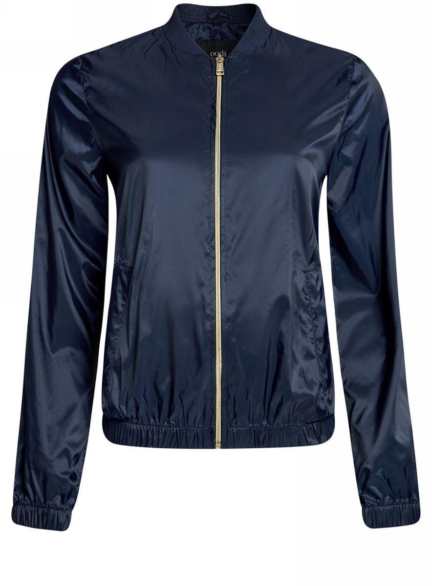 Куртка женская oodji Ultra, цвет: темно-синий. 10303056/46708/7900N. Размер 36-170 (42-170)10303056/46708/7900NЖенская легкая куртка-бомбер oodji Ultra выполнена из высококачественного материала. Модель с трикотажным воротником застегивается на застежку-молнию. Низ куртки и манжеты дополнены эластичными вставками. Спереди расположено два втачных кармана.
