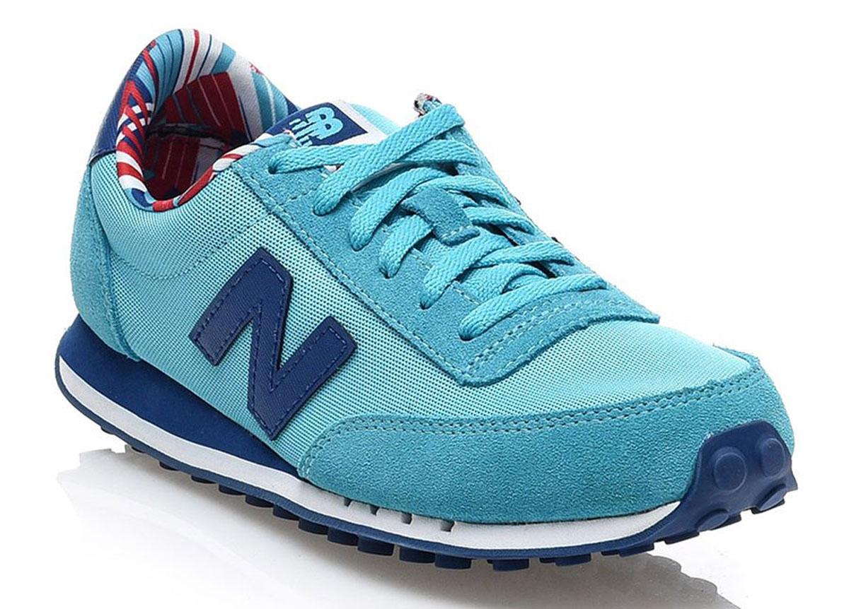 Кроссовки женские New Balance 410, цвет: бирюзовый, синий. WL410CPE/B. Размер 7 (37,5)WL410CPE/BСтильные женские кроссовки от New Balance придутся вам по душе. Верх модели выполнен из высококачественных материалов. По бокам обувь оформлена декоративными элементами в виде фирменного логотипа бренда, на язычке - фирменной нашивкой. Классическая шнуровка надежно зафиксирует изделие на ноге. Мягкая верхняя часть и подкладка, изготовленная из текстиля, гарантируют уют и предотвращают натирание. Стелька из текстиля обеспечивает комфорт. Подошва оснащена рифлением для лучшей сцепки с поверхностями. Удобные кроссовки займут достойное место среди коллекции вашей обуви.