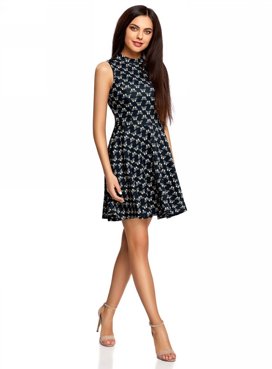 Платье oodji Ultra, цвет: темно-синий, белый. 14015010-1/45344/7933U. Размер XXS (40-170)14015010-1/45344/7933UСтильное платье oodji Ultra, выполненное из плотного трикотажа, выгодно подчеркнет достоинства фигуры. Модель с пышной расклешенной юбкой и открытыми плечами имеет небольшой воротничок-стойку и дополнено фигурным вырезом на спине. Застегивается изделие на скрытую застежку-молнию на спинке и две пуговицы на воротнике.