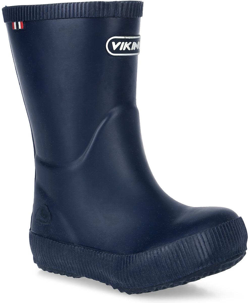 Сапоги резиновые для мальчика Viking Classic Indie, цвет: темно-синий. 1.13200.00005. Размер 211.13200.00005Модные резиновые сапоги от Viking - идеальная обувь в дождливую погоду для вашего мальчика. Модель лаконичного дизайна оформлена эмблемой с названием бренда. Внутренняя поверхность и стелька, выполненные из синтетического материала со скрученными волокнами, способствующими поддержанию тепла, комфортны при ходьбе. Подошва с протектором гарантирует отличное сцепление с любой поверхностью. Резиновые сапоги - необходимая вещь в гардеробе каждого мальчика.