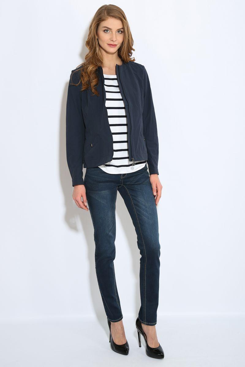 Куртка женская Finn Flare, цвет: темно-синий. B17-11087. Размер L (48)B17-11087Куртка женская Finn Flare выполнена из хлопка и нейлона. Модель с круглым вырезом горловины и длинными рукавами застегивается на молнию.