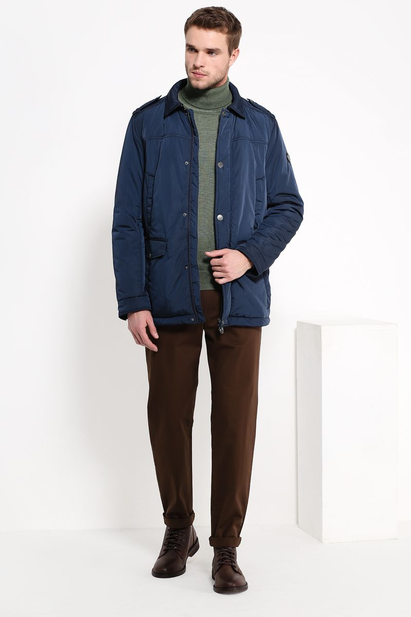 Куртка мужская Finn Flare, цвет: темно-синий. B17-21005. Размер M (48)B17-21005Куртка мужская Finn Flare выполнена из полиэстера. Модель с отложным воротником и длинными рукавами застегивается на застежку-молнию и кнопки.