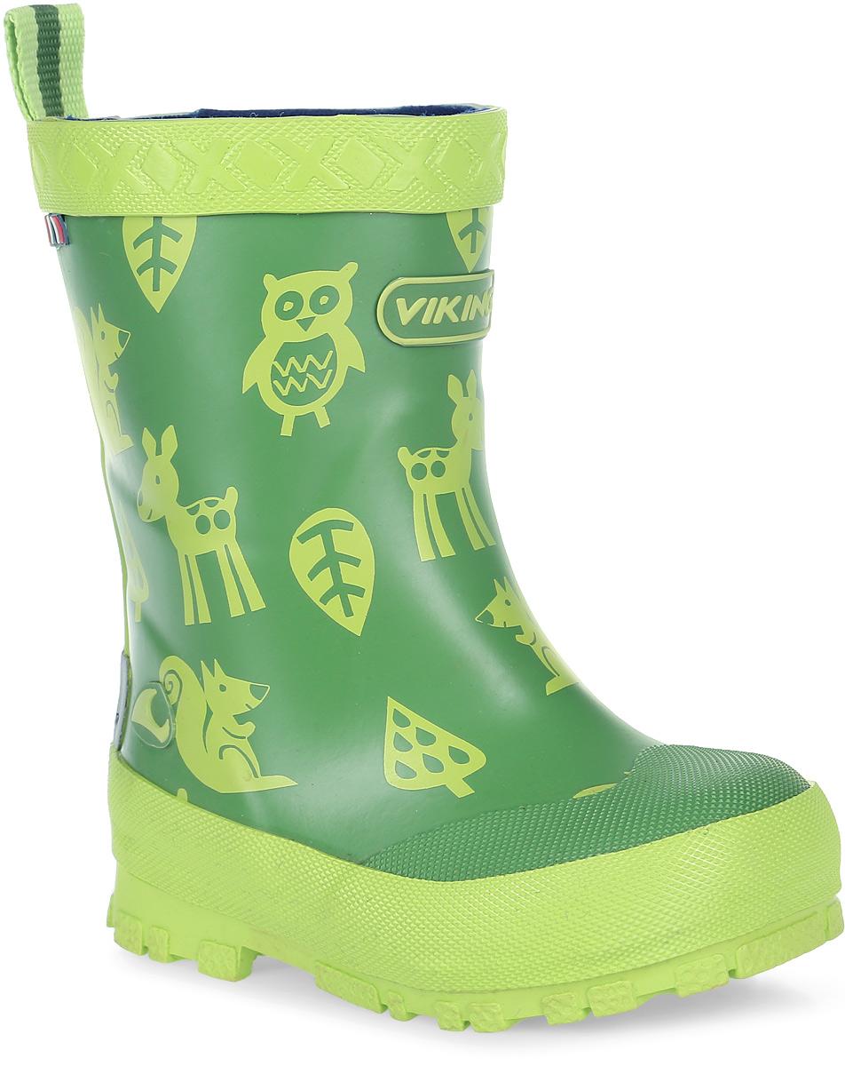 Сапоги резиновые для мальчика Viking Eventyr, цвет: зеленый, салатовый. 1-17110-00450. Размер 221-17110-00450Модные резиновые сапоги от Viking - идеальная обувь в дождливую погоду для вашего мальчика. Модель с противоударным носком оформлена изображением зверей и эмблемой с названием бренда. Внутренняя поверхность и стелька, выполненные из синтетического материала со скрученными волокнами, способствующими поддержанию тепла, комфортны при ходьбе. Ярлычок на заднике облегчает обувание модели. Подошва с протектором гарантирует отличное сцепление с любой поверхностью. Резиновые сапоги - необходимая вещь в гардеробе каждого мальчика.