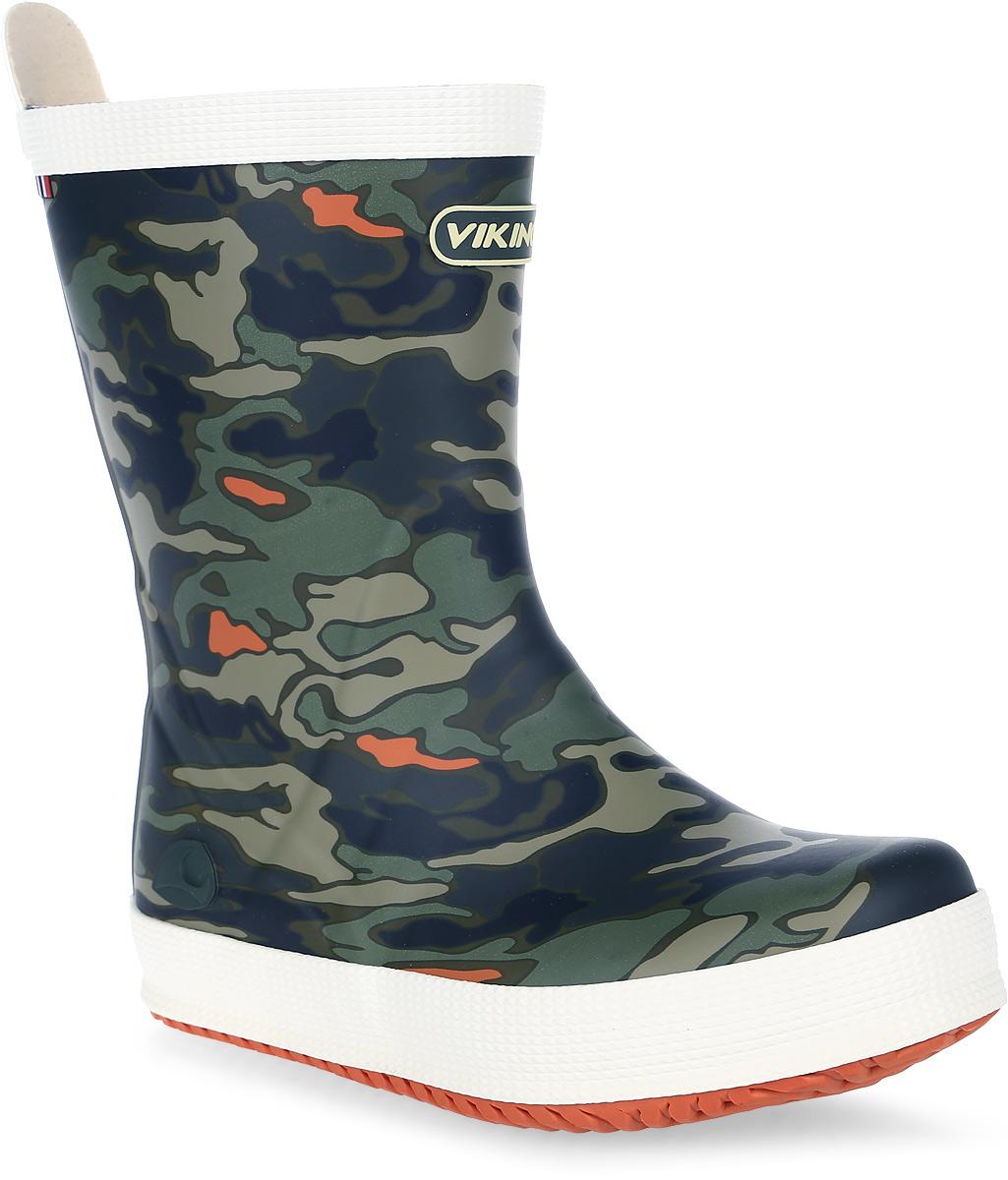 Сапоги резиновые для мальчика Viking Seilas Jr. Camo, цвет: темно-зеленый, серый. 1-27110-00450. Размер 311-27110-00450Модные резиновые сапоги от Viking - идеальная обувь в дождливую погоду для вашего мальчика. Модель оформлена камуфляжным принтом и эмблемой с названием бренда. Внутренняя поверхность и стелька, выполненные из синтетического материала со скрученными волокнами, способствующими поддержанию тепла, комфортны при ходьбе. Ярлычок на заднике облегчает обувание модели. Светоотражающая полоска на голенище увеличивает безопасность вашего ребенка в темное время суток. Подошва с протектором гарантирует отличное сцепление с любой поверхностью. Резиновые сапоги - необходимая вещь в гардеробе каждого мальчика.