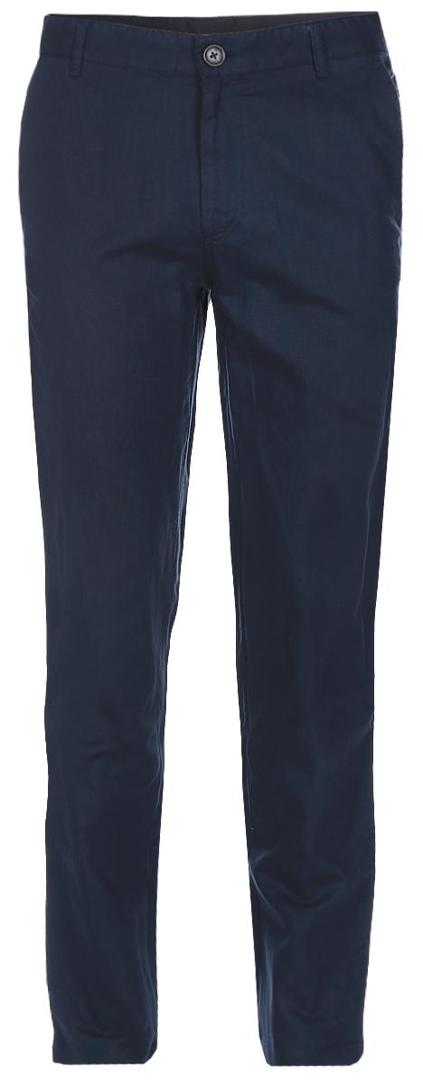 Брюки мужские Baon, цвет: темно-синий. B797003_Deep Navy. Размер 3XL (56)B797003_Deep NavyСтильные мужские брюки Baon выполнены из натурального материала - льна с добавлением хлопка. Модель прямого кроя и стандартной посадки застегивается на ширинку с застежкой-молнией, а также на пуговицу в поясе. На поясе предусмотрены шлевки для ремня. Брюки оснащены двумя боковыми карманами с косыми срезами спереди и двумя втачными карманами сзади.Прекрасный выбор на каждый день.