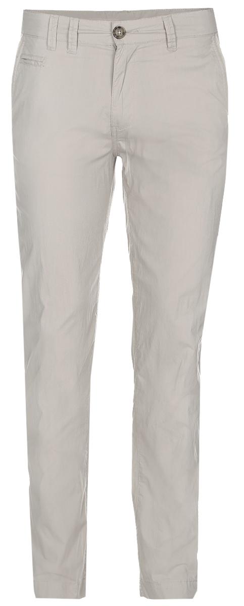 Брюки мужские Baon, цвет: светло-серый. B797014_Muscovite. Размер M (48)B797014_MuscoviteСтильные мужские брюки Baon выполнены из натурального хлопка. Модель прямого кроя и стандартной посадки застегивается на ширинку с застежкой-молнией, а также на пуговицу в поясе. На поясе предусмотрены шлевки для ремня. Брюки оснащены двумя боковыми карманами с косыми срезами и маленьким прорезнымкармашком спереди, а также двумя втачными карманами на пуговицах сзади.