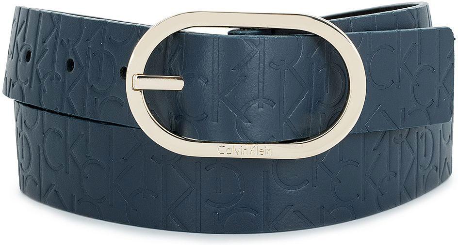 Ремень женский Calvin Klein Jeans, цвет: темно-синий. K60K602239_4480. Размер 80K60K602239_4480Женский ремень Calvin Klein выполнен из 100% натуральной кожи. Овальная пряжка выполнена из металла, она позволит легко и быстро зафиксировать ремень и отрегулировать его длину.Уважаемые клиенты! Обращаем ваше внимание на тот факт, что размер ремня, доступный для заказа, является его длиной.