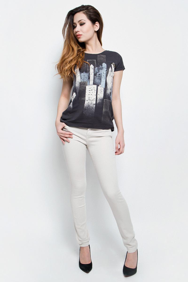 Джинсы женские Calvin Klein Jeans, цвет: белый. J20J200630. Размер 28-32 (42/44-32)J20J200630Женские джинсы Calvin Klein Jeans выполнены из эластичного хлопка. Модель-скинни застегивается на пуговицу и имеет ширинку на молнии. В поясе предусмотрены шлевки для ремня. Спереди расположены два втачных кармана и один маленький накладной, сзади - два накладных кармана. Спереди карманы оформлены металлическими клепками с названием бренда.