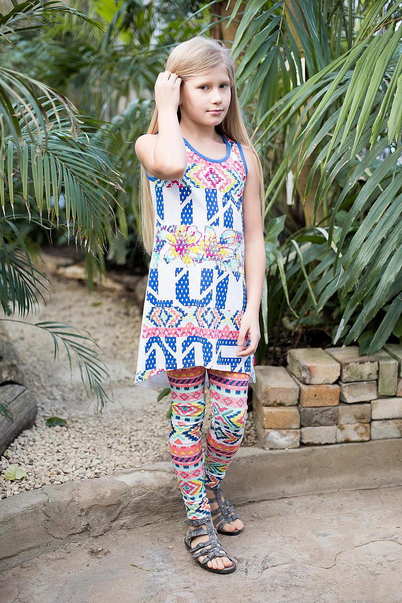 Платье для девочки Luminoso, цвет: белый. 718008. Размер 134718008Трикотажное платье свободного кроя с ассиметричным низом. Декорировано ярким принтом и контрастной отделкой горловины и пройм.