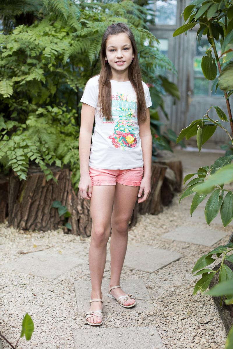 Футболка для девочки Luminoso, цвет: белый. 718078. Размер 140718078Футболка из трикотажной ткани с коротким рукавом, декорированная яркой аппликацией.
