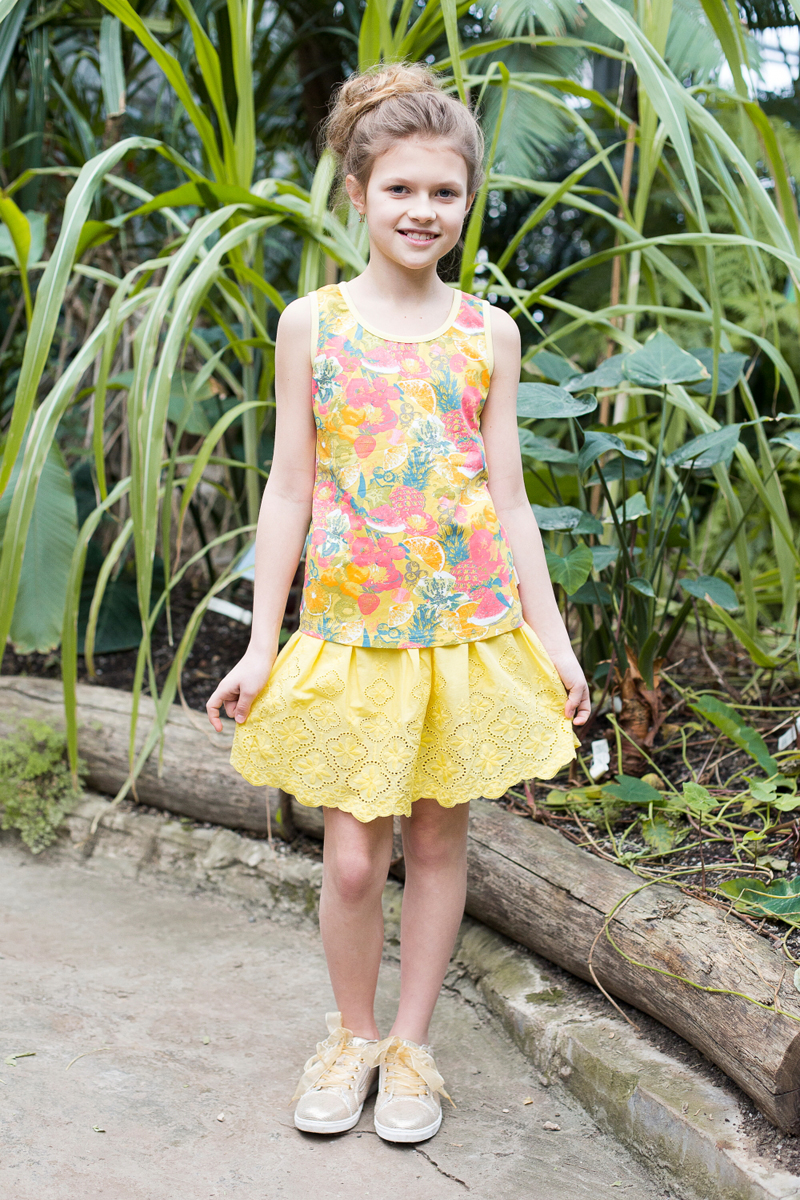 Майка для девочки Luminoso, цвет: желтый, красный. 718081. Размер 152718081Майка-топ из принтованной ткани приталенного кроя для девочки.