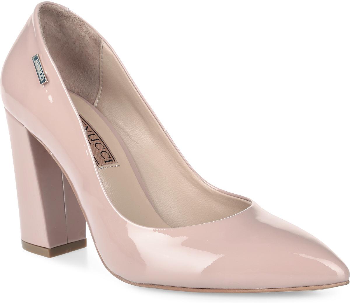 Туфли женские Benucci, цвет: розовый. 5865_лак. Размер 395865_лакИзысканные женские туфли от Benucci поразят вас своим дизайном! Модель выполнена из натурального лака. Подкладка и стелька - из натуральной кожипозволят ногам дышать и обеспечат максимальный комфорт при ходьбе. Зауженный носок добавит женственности в ваш образ. Высокий толстый каблук устойчив. Подошва с резиновой вставкой обеспечивает отличное сцепление с поверхностью. Модные туфли подчеркнут вашу яркую индивидуальность, позволят выделиться среди окружающих.