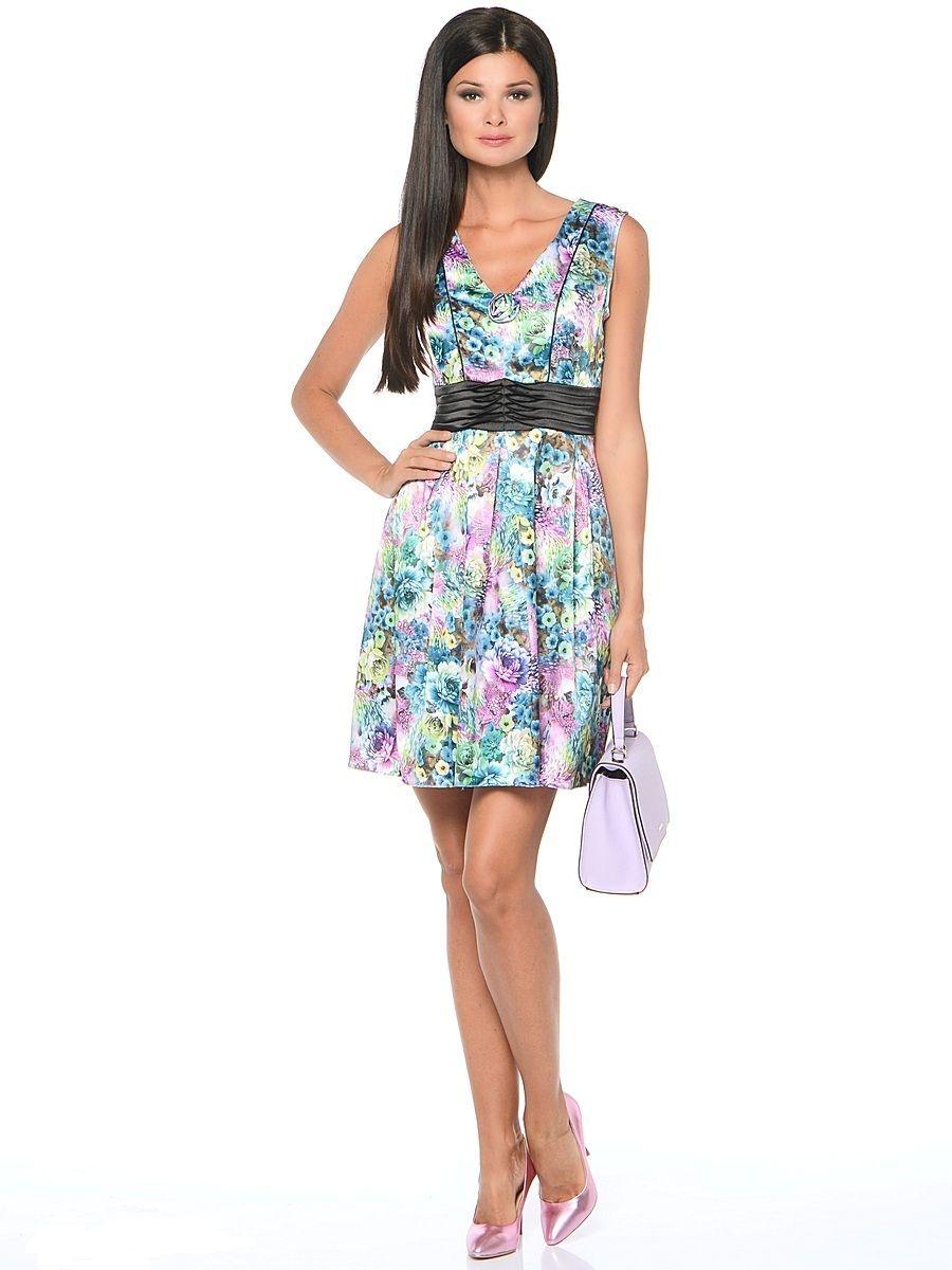 Платье Milton, цвет: цветы, зеленый. WD-2514F. Размер 50WD-2514FПлатье прилегающего силуэта, без рукавов, с V-образной горловиной, отрезное по линии талии, с драпированным поясом из контрастной однотонной ткани. Юбка расклешенная, со складками от талии.