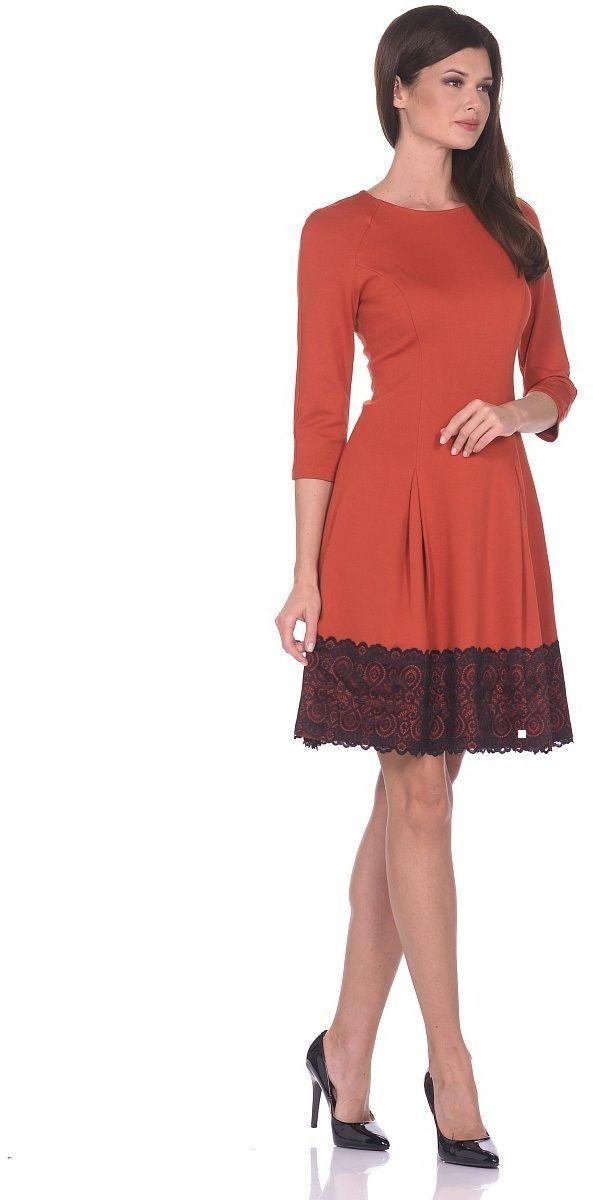 Платье Milton, цвет: терракотовый. WD-2613F. Размер 46WD-2613FПлатье прилегающего силуэта, расклешенное к низу, с рукавом покроя реглан. По низу платья настрочена широкая кружевная тесьма.