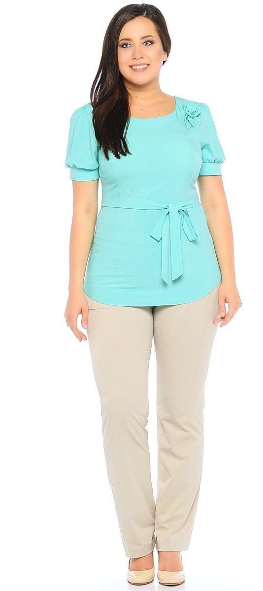 Блузка женская Milton, цвет: бирюзовый. WP-6502F-1. Размер 56WP-6502FБлузка полуприлегающего силуэта, с короткими рукавами-фонариками, круглый вырез горловины. Комплектуется съемным поясом. На левом плече расположена декоративная деталь из основной ткани в виде цветка.