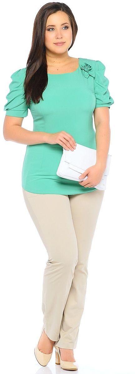 Блузка женская Milton, цвет: зеленый. WP-6502F. Размер 42WP-6502FБлузка полуприлегающего силуэта, с короткими рукавами-фонариками, круглый вырез горловины. Комплектуется съемным поясом. На левом плече расположена декоративная деталь из основной ткани в виде цветка.