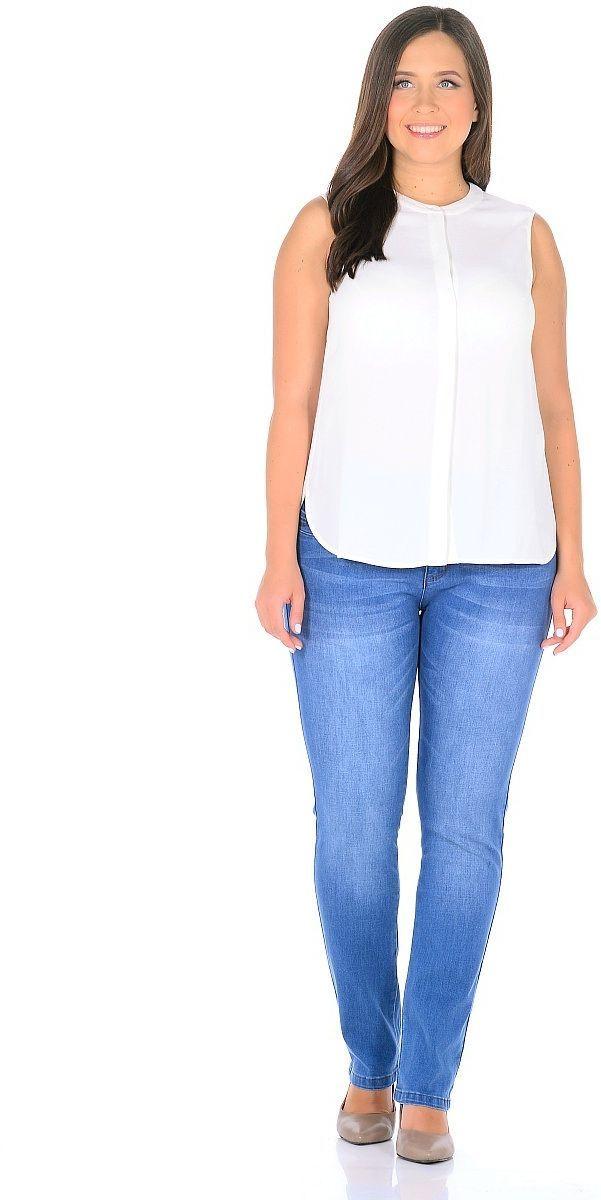 Джинсы женские Milton, цвет: светло-синий. WZ-1757C. Размер 33 (48/50)WZ-1757CСтильные женские джинсы Milton выполнены из хлопка с добавлением полиэстера и спандекса. Материал мягкий на ощупь, не сковывает движения и позволяет коже дышать. На поясе предусмотрены шлевки для ремня. Джинсы со средней посадкой застегиваются на пуговицу в поясе и ширинку на застежке-молнии.